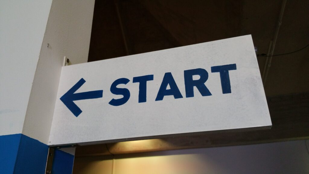 Arrow sign with start